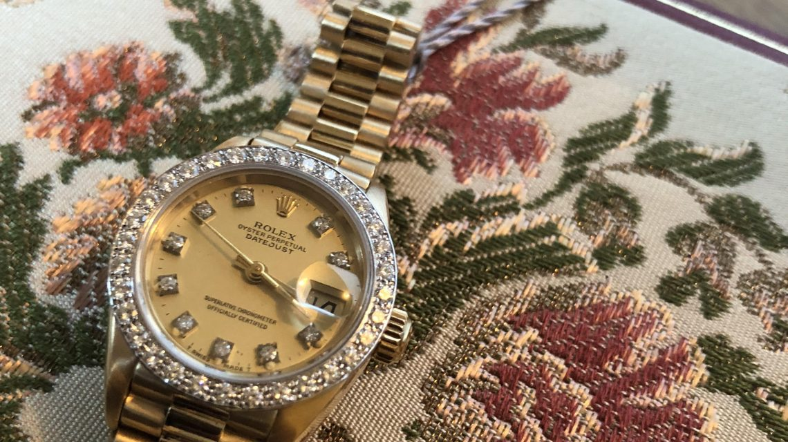 Ladies vintage Yellow Gold watch with diamonds